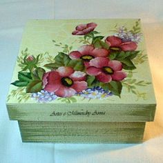 Caixa com craquelê | Caixa com pintura decorativa, pátina , … | Flickr Sewing Machine Repair, Christmas Gifts To Make, Decoupage Art, Sewing Patterns For Kids, Altered Boxes, Sewing Art, Cool Diy Projects, Wooden Boxes, Diy And Crafts