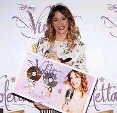 Tini et son disque d'or français en janvier 2014