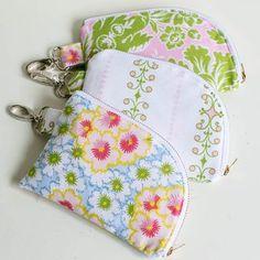 Show Off Saturday... some pretty 2 sided zipper pouches | She Sews! | Bloglovin'