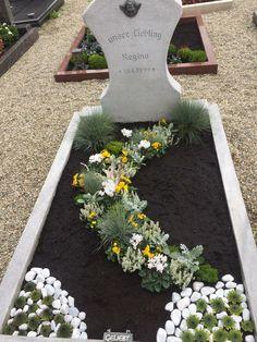 Cemetery Decorations, Ikebana, Funeral, Diy And Crafts, Memories, Garden, Outdoor Decor, Flowers, Christmas