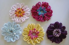 loom knitting patterns | Adding beads to flowers is quick and easy when you thread the beads ...