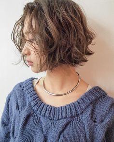 いいね!809件、コメント2件 ― 安藤圭哉 SHIMA PLUS1 stylistさん(@andokeiya)のInstagramアカウント: 「年内の予約がとりづらくなってきてますが... ネット予約でとりずらい場合などは直接連絡もお気軽にしてください お返事が遅れないようチェックしますのでよろしくお願いします✨…」 Hair Lights, Light Hair, Short Curly Hair, Short Hair Cuts, Medium Hair Styles, Curly Hair Styles, Shot Hair Styles, Hair Arrange, Hair Images