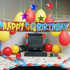 EASY Birthday DECORATING at the OFFICE cubical desk idea