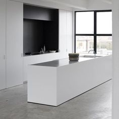 Fabulous kitchen design... Straight lines, black and white, concrete, huge window = perfect! Via @neutralinstinct - #kitchendesign #blackandwhite #concrete
