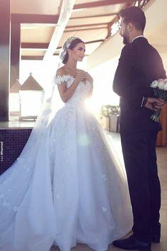 Ice white wedding dress