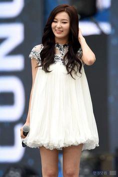 #wattpad #fanfiction Une simple histoire de jeunes qui s'apprécient et deviennent inséparables; si seulement vous saviez comment c'est compliqué de vivre avec eux... des adolescents plutôt étranges ;b Oh SeHun; Le bébé craquant. Byun BaekHyun; Le mignon. Park MinHa; La fofolle. Kim JongIn; Le mec sexy. Kim MinSeok; Le...