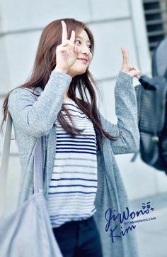 Nhan sắc ngoài đời xinh ơi là xinh của nữ quân nhân Yoon Myung Joo trong Hậu duệ mặt trời - Ảnh 9.