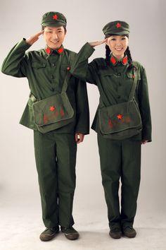Caracterización de Guardias rojos Chinese Propaganda, Communist Propaganda, Mao Zedong, People's Liberation Army, Army Women, Red Books, Communism, Red Fashion, Wedding Wear
