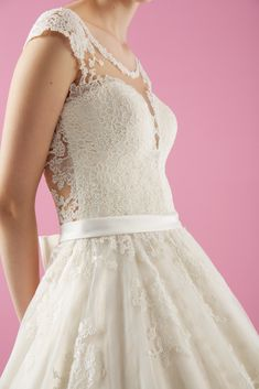 Wedding Bride, Lace Wedding, Bridal Collection, Bridal Style, Bridal Dresses, Wedding Styles, Marriage, Wedding Photography, How To Wear