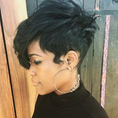 Tapered Pixie With Long Side Bangs I wore this style and more for ten years miss my short hair; Short Sassy Hair, Short Hair Cuts, Short Hair Styles, Pixie Cuts, Long Front Bangs, Long Bangs, Short Black Hairstyles, Modern Hairstyles, Great Hair