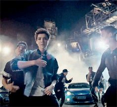 LUHAN my favorite move in luhans that good good mv is when he raps the ¨flow¨ part