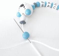 Tuto pour la réalisation d'une attache-tétine avec des perles. Normes DIN 71-3.