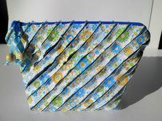 Bolsa organizadora patchwork chenille azul amarelo bolsa de viagem Organizer bag patchwork chenille blue yellow travel bag Clutch small by Thecraftstudioart on Etsy