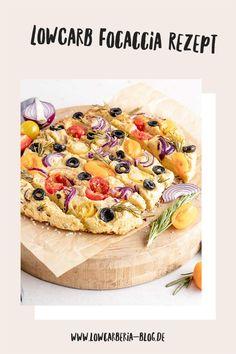 Heute habe ich ein Rezept für eine LowCarb Focaccia. Das italienische Brot darf beim Grillen auf keinen Fall fehlen, aber nicht nur im Sommer sondern auch als Appetizer oder Snack ist es das perfekte Low Carb Brot. Es ist ganz einfach und schnell gemacht Ein normales Stück hat ca. 20g KH, aber dieses LowCarb Focaccia ist mit entöltem Nussmehl gebacken hat nur 3,4g Kohlenydrate, das ist perfekt und natürlich ist es wieder lowcarb, glutenfrei und megalecker. Und hier ist das Rezept, Viel Spaß! Low Carb Backen, Lchf, Camembert Cheese, Recipes, Food, Gluten Free Cooking, Sugar Free Recipes, Essen, Eten