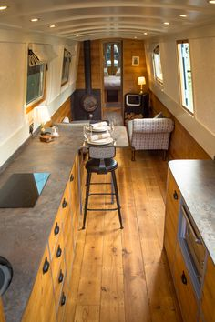 Narrowboat Kitchen, Narrowboat Interiors, Canal Boat Interior, Barge Interior, Sailboat Living, Houseboat Living, Small Space Design, Boat Stuff, Floating House