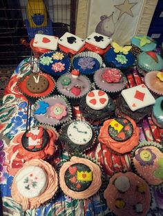 Mad hatter alice party cupcakes