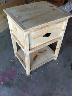 Free DIY Woodworking Plans for Building a Nightstand: The Quaint Cottage's Free Nightstand Plan #WoodworkingPlans