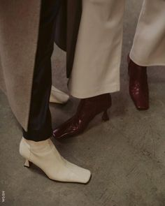 #AW21 #AW22 #FW21 #FW22 #LadiesFashion #LadiesTrend #WGSN #TrendForecasting #Trend #Fashion Dad Shoes, Me Too Shoes, Women's Shoes, Dark Fashion, Minimal Fashion, Sock Shoes, Shoe Boots, Ankle Boots, Magazine Mode