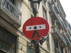 [Fun] – Détournement de panneaux de signalisation par Abraham Clet