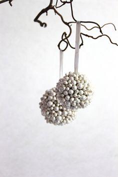 """Kugel-Hänger """"Pearl"""" Kugel, Winter Wonderland, Pearls, Wedding, Christmas, Valentines Day Weddings, Beads, Weddings, Beading"""