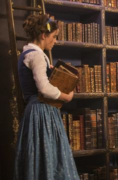 Emma Watson behind the scenes in Beauty and the Beast - 2017 | Disney