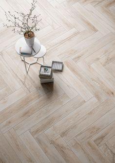 flooring porcelanato Wood effect and hardwood porcelain stoneware: discover all the effects - Marazzi 6743 Living Room Tiles, Wood Effect Tiles, Modern Flooring, Maple Wood, Ceramic Floor, Wood Look Tile, Wood Table Design, Interior Design Blog, Flooring