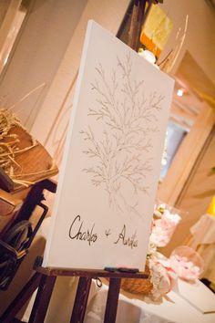 I looooooooove it.... L'arbre a empreintes, quoi de plus symbolique dans un mariage??