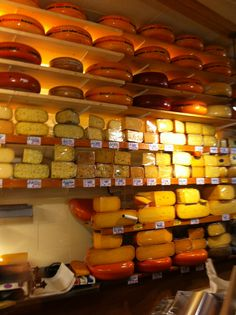 Fromage Amsterdam   Pour le mois d'octobre direction la capitale des Pays-Bas : Amsterdam   #amsterdam #10photos #voyage #weekend #canaux #spacecake #fromage #hollande #paysbas #quartierrouge #velo