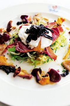 Egg, bacon and wild mushroom salad Salad Recipes, Vegan Recipes, Cooking Recipes, Food And Travel Magazine, Mushroom Salad, Deli Food, Greens Recipe, Food Humor, Mushroom Recipes
