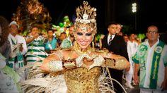 A ex-mulher do cantor Belo, Viviane Araújo, no desfile da Mancha Verde, em São Paulo