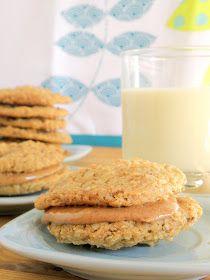 deli-cute-essen: Vegan Almond Butter Oatmeal Sandwich Cookies