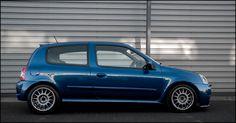 Ruote Speedline Corse Italia modello 2118 misure 7x15 et 38 mozzo 4x100 Renault finitura grigio antracite produzione ITALIANA di alta qualità marchiata originale no repliche dai pesi contenuti. #speedlinecorse #renault #antracite #madeinitaly #followus #share #renaultsport #clio16V #cliowilliams #trackday #racingwheels #rally #ruoteclassiche #history #performance #cliors #turbo #exoticar #cliocup #timeattack #enginesport