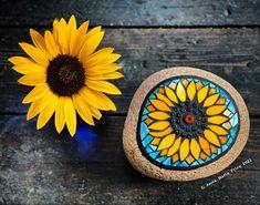 Mosaic Rocks, Stone Mosaic, Mosaic Art, Mosaic Glass, Mosaics, Sunflower Garden, Stained Glass Art, Awesome, Outdoor Decor