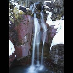 Cascada de La Larri! 🏞 Valle de Pineta ❄ Pirineo de Huesca! 🏔  #pineta #huesca #ordesa #pyrenees #pirineos #montaña #casabiescas #gavin #rinconesdelpirineo #pirineoaragones #invierno #autumn #puravida #winteriscoming #instagood #fit #dream #running #turismoaragon #momentosmagicos #momentosfelices #olympustours #instalife #biescas  #valledetena #live #instapirineos #mountain #senderos #senderismo