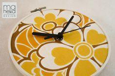 Maheka – Vintage Wallpaper -kello, Kaisa, aidosta 1970-luvun tapetista.  Maheka Design, osasto 1d28. #habitare2014 #design #sisustus #messut #helsinki #messukeskus