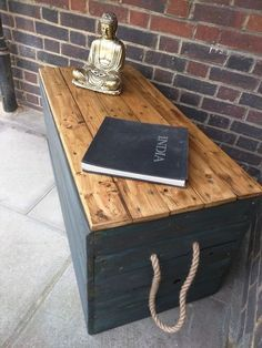 Meuble Chaussure Palette : Handmade Rustic Boho Storage Trunk Handmade Rustic Boho Storage Trunk Sharing is caring, don't forget to share ! Diy Storage Trunk, Bench With Storage, Bedroom Storage, Storage Chest, Shoe Storage, Diy Rangement, Trunks And Chests, Wood Chest, Diy Furniture