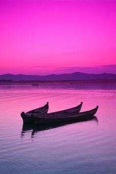 Irrawaddy River sunset, Burma - ©Gloria & Richard Maschmeyer / (FineArtAmerica), Total harmony of nature and man. Beautiful Sky, Beautiful World, Beautiful Places, Beautiful Pictures, Wonderful Places, Burma, Pink Sky, Pink Sunset, Jolie Photo