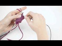 In diesem Video zeigen und erklären wir euch einfaches Abketten. Kostenlose Anleitungen und mehr Informationen zu LANA GROSSA findet ihr auf www.lanagrossa.de.