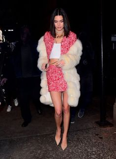 cute party outfits Kendall Jenner's always had incredible style, but her slew of holiday party outfit ideas is exceptional at best. Shop our favorites here. Kendall Jenner Modeling, Kendall Jenner Photoshoot, Kendall Jenner Outfits, Kendall And Kylie Jenner, Cute Party Outfits, Holiday Party Outfit, Bff, Ladies Dress Design, Celebrity Style