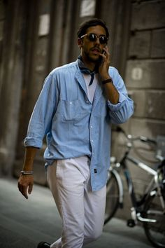 Gentleman Style 75716837468887399 - All the best street style looks from the men currently peacocking in Florence at the Pitti Uomo trade fair. Source by haroldbonneville Lookbook Mode, Fashion Lookbook, Men Street, Street Wear, Stylish Men, Men Casual, Ice Watch, Men Style Tips, Gq Style