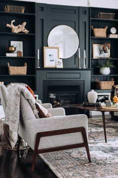 Family room with black fireplace Room, Room Design, Modern Farmhouse Living Room, Family Room Design, Family Living Rooms, Home Decor, House Interior, Home And Living, Painted Built Ins