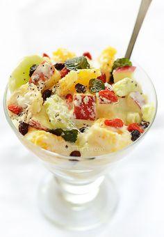 Vegan Fruit Salad - deliciously creamy dessert, low in calories - diettaste.com