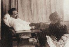 Elisabeth Nietzsche pflegt ihren Bruder Friedrich