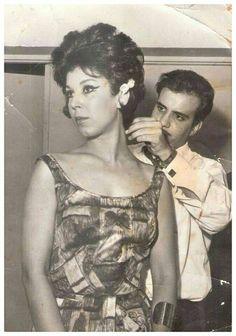 رجاء الجداوي تضع اللمسات الأخيرة قبل أحد عروض الأزياء 1960