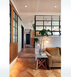 こだわりのインテリアと空間設計で心地よく暮らす家 | ヘーベルハウス | ハウスメーカー・住宅メーカー・注文住宅 Room Interior Design, Interior Styling, Victorian Style Bathroom, Timber Kitchen, Brown Interior, Studio Furniture, Japanese Interior, House Layouts, Apartment Design