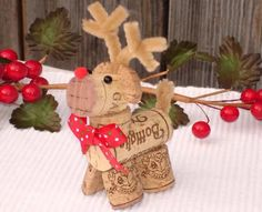 Top 101 DIY Wine Cork Craft Ideas that you can do with your family or by yourself. Collection of one the most beautiful and creative DIY Wine Cork Projects. Wine Craft, Wine Cork Crafts, Wine Bottle Crafts, Wine Bottles, Crafts With Corks, Wine Cork Projects, Diy Corks, Wine Decanter, Christmas Projects