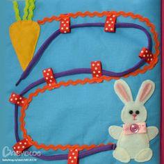Threading - help the rabbit find his carrot. Diy Quiet Books, Baby Quiet Book, Felt Quiet Books, Book Activities, Toddler Activities, Baby Applique, Sensory Book, Quiet Book Patterns, Fidget Quilt