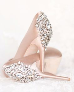 blush wedding day shoes from Badgley Mishcka - rose satin pumps with jeweled rhinestone details Pretty Shoes, Beautiful Shoes, Cute Shoes, Me Too Shoes, Shoes Pic, Gorgeous Heels, Shoes Style, Crazy Shoes, Dress Shoes