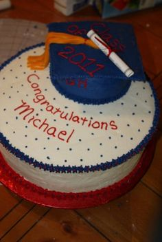 Graduation cake By Elimay68 on CakeCentral.com