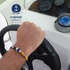 Al timone della mia barca verso nuovi orizzonti.  Indossa lo stile Marinèrie, visita il sito www.marinerie.it e scegli il bracciale che ti piace con cordino nautico personalizzabile.  #merinèrie #braccialiancora #stilenavy
